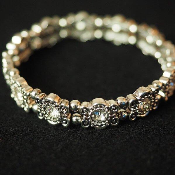 sidabrinė apyrankė su deimantais