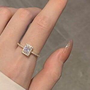 Prabangus spindintis žiedas su mažu kristalu-3