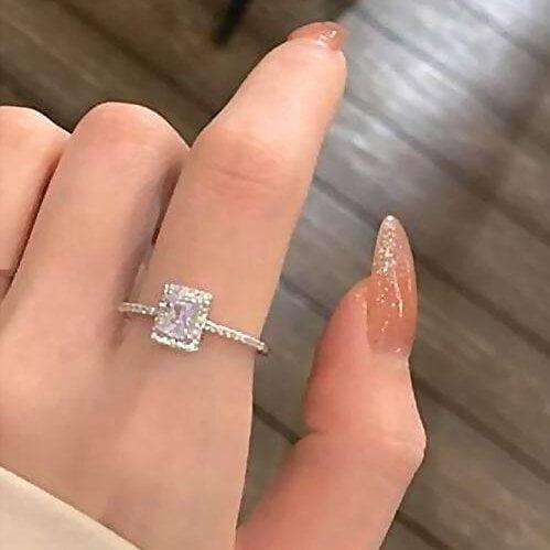 Prabangus spindintis žiedas su mažu kristalu-4