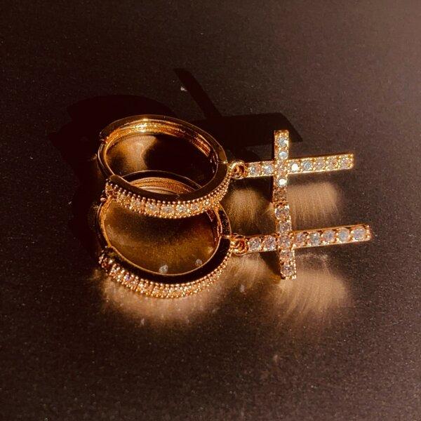 Stilingi kryžiaus formos kabantys auskarai Spalva Auksinė 1-5
