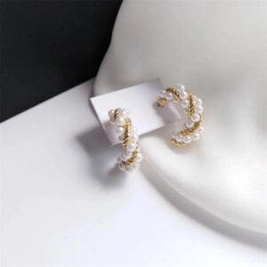 Auksinės spalvos ovalo formos auskarai papuošti mažais perliukais-4