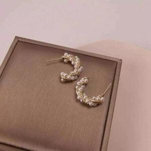 Auksinės spalvos ovalo formos auskarai papuošti mažais perliukais-5