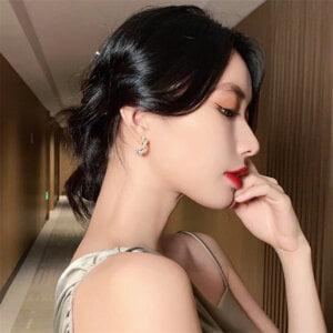 Auksinės spalvos ovalo formos auskarai papuošti mažais perliukais-8
